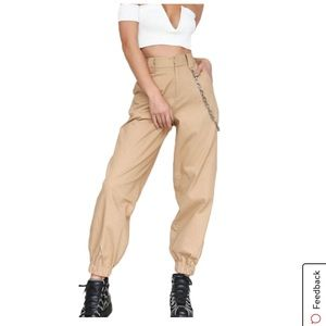 NWOT Tan cargo joggers with chain